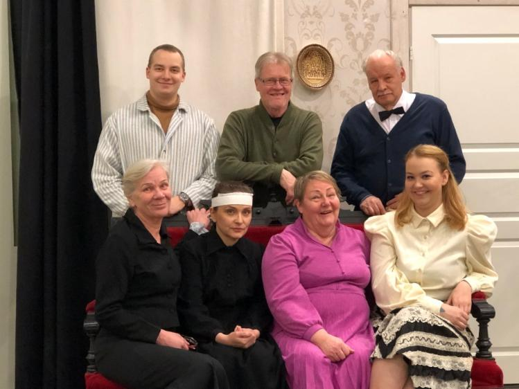 Ryhmäkuva näyttelijöistä