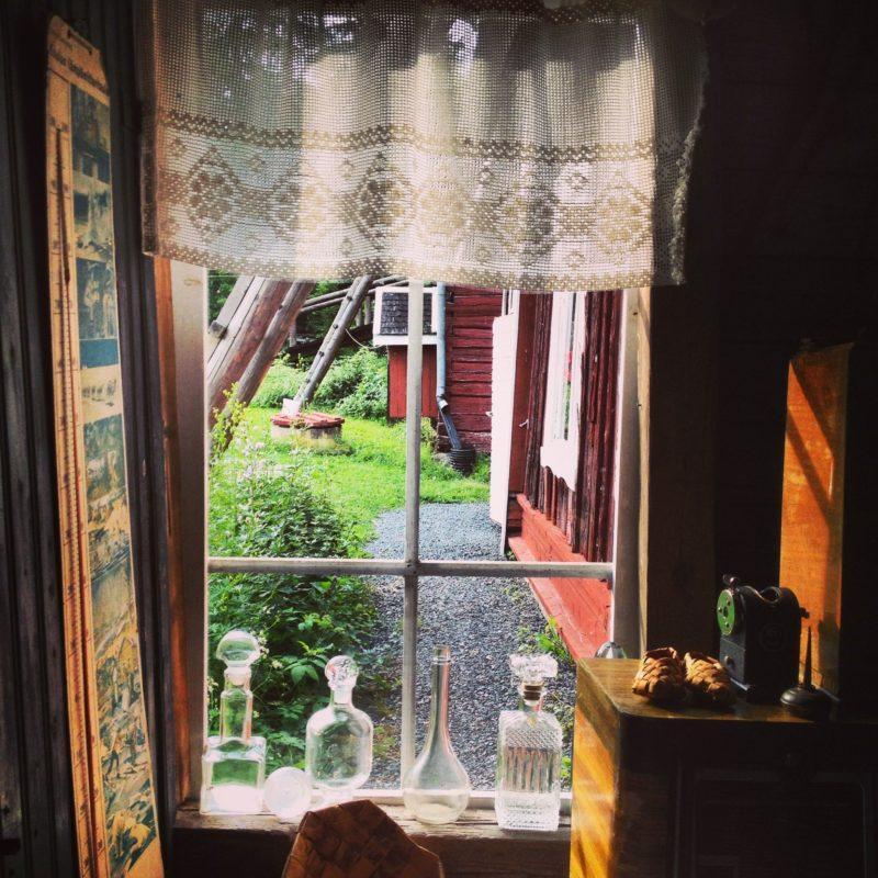 Maalaistalon ikkuna