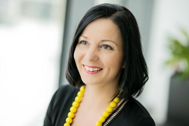 Valoria Oy:stä Kati Keronen kuvassa
