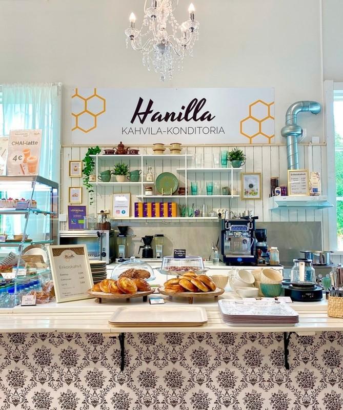 Kahvila-Konditoria Hanillan palvelutiski
