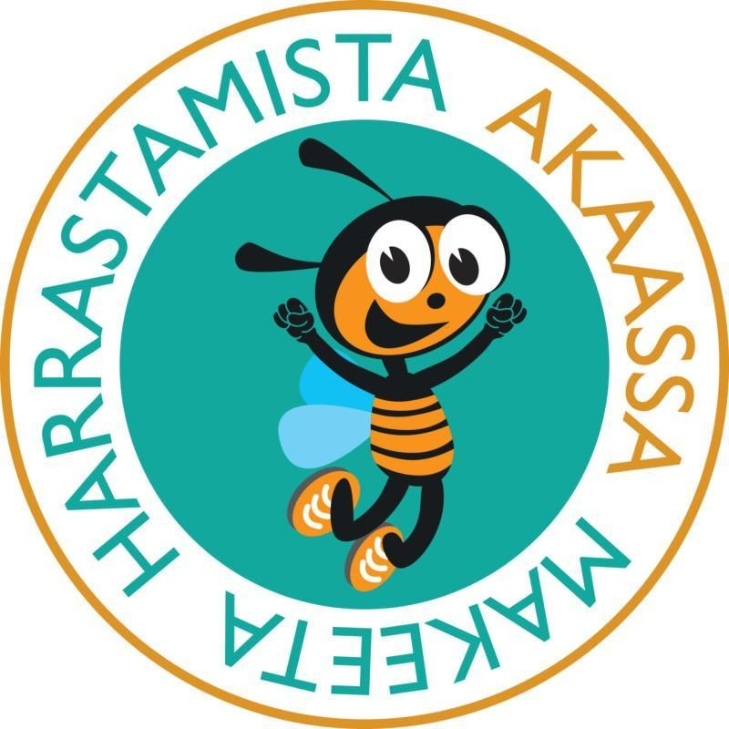 Makeeta harrastamista Akaassa -logo, jonka keskellä on vihreä pallo, jonka sisällä on iloinen ampiainen